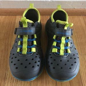 Stride Rite Toddler Water and Play Shoes (size 9)
